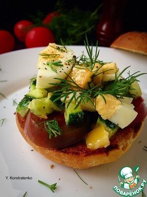 Рецепт Хрустящая булочка с яйцом и овощами
