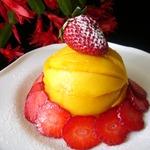 Клубнично-творожный десерт с манго