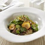 Тёплый салат с вешенками и овощами, томлёными в сливочном соусе