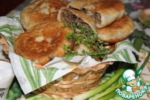 Рецепт Жареные пирожки с баклажанами, лесными грибами и мясом