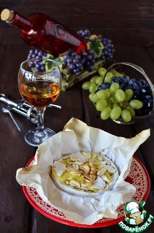 Рецепт Камамбер, запеченный с медом и кешью
