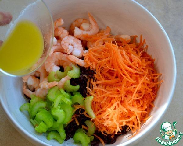 Салат из морепродуктов с черным рисом