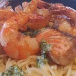 Спагетти с лососем в сливочно-шпинатном соусе