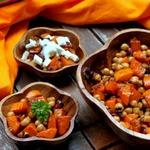Теплый салат из нута и тыквы