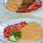 Гороховое пюре с томатным соусом
