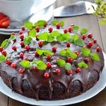 Постный шоколадный пирог с вишневым муссом
