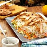 Овощной салат с фунчозой и корейкой-гриль