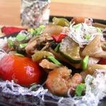 Морепродукты с овощами в остром соусе
