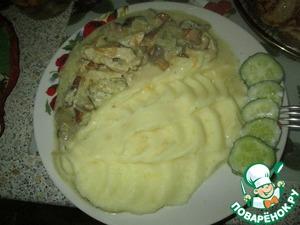 Рецепт: Сливочная подливка с курицей и грибами