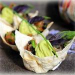 Тарталетки с крем-авокадо и рыбным тартаром