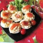 Яйца, фаршированные яблочным салатом