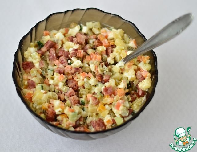 Салат с курицей оливье копченой