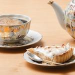 Клубнично-цитрусовый тарт с нутовой меренгой