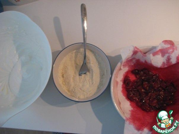 Красный торт с белыми розами фото 7