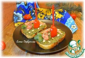 Бутерброды с пастой из авокадо