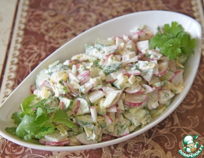 Рецепт: Салат из редиса, огурцов и сыра