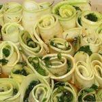 Рулетики из кабачков в чесночно-медовом соусе