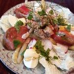 Салат с консервированным лососем и овощами