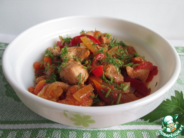 Курица тушеная с болгарским перцем и помидорами