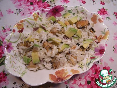 Салат с мидиями и рисом с