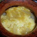 Мясо в горшочке с картофелем и огурцами