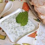 Йогуртовый соус с сыром и весенней зеленью