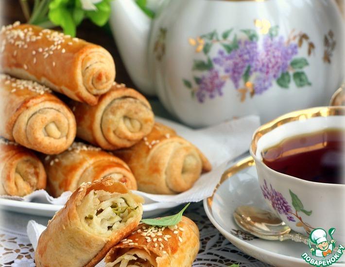 Рецепт: Пирожки Вэрзэре с солеными огурцами и рисом