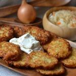 Картофельные драники с квашеной капустой