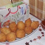Пирожки-колобки с рисом и тунцом