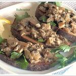 Закусочные чесночные гренки с грибами