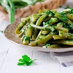 Грузинский салат из зеленой фасоли