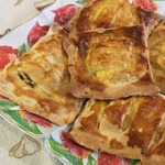Воздушные пирожки с курицей и сыром
