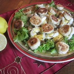 Салат с сырниками, грибами и яйцами