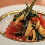 Лапша тальятелле со спаржей и шпинатом