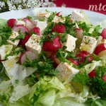 Салат из редиса и листового салата