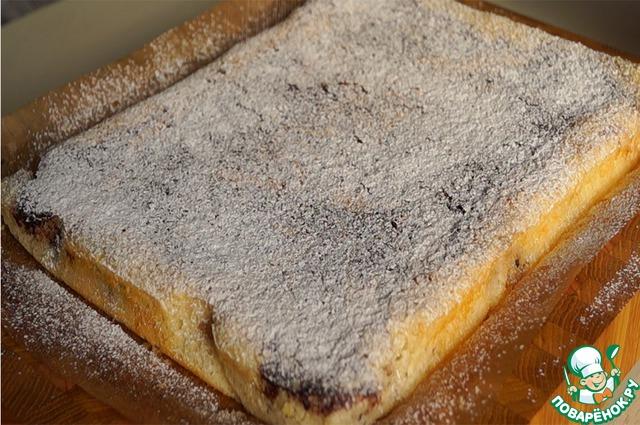 Простой пирога на молоке с вареньем