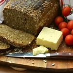 Темный хлеб с маком и семечками