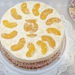 Малиново-персиковый бисквитный торт с творожным кремом