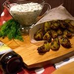 Нежные картофельные дольки с пикантным соусом