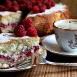 Кокосовый пирог с малиной