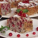 Маковый пирог с красной смородиной