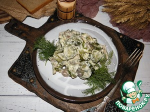 Рецепт: Огурцы с грибами, тушенные в сметане