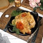 Жареная курица с луком на бульоне