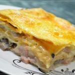 Пирог из лаваша с сыром, грибами и ветчиной