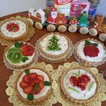 Ореховые корзинки с пудингом и фруктами