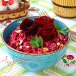Салат с курицей, свеклой и черносливом