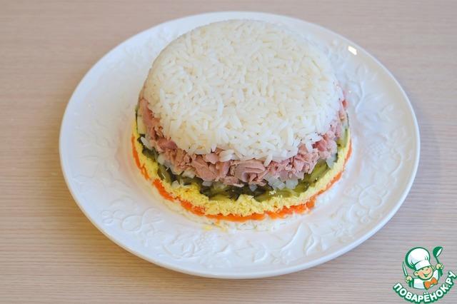 Салат с рыбной консервой поваренок