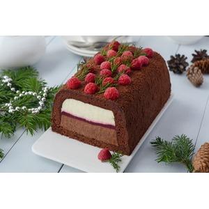 Торт с муссом и малиновым конфи