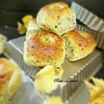 Сырные булочки с укропом и оливками