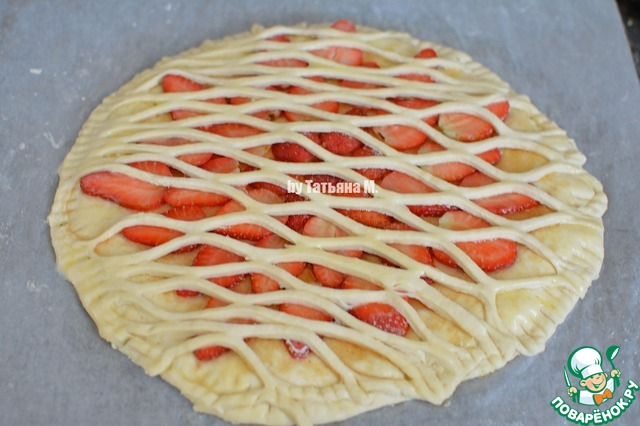 Пирог из дрожжевого теста с замороженной клубники рецепт